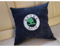 """Подушка для авто с вышивкой логотипа """"Skoda"""""""